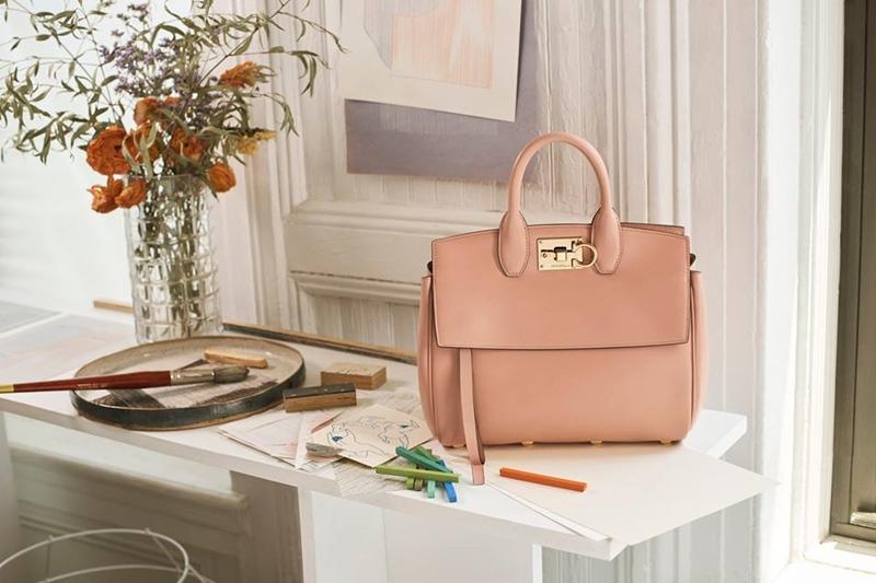 Túi Studio màu hồng nhạt
